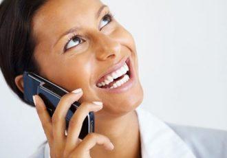 Viele Frauen suchen nach Tipps zum Sparen beim Telefonieren
