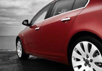 Tipps wie Frauen Ihr Auto günstig versichern können