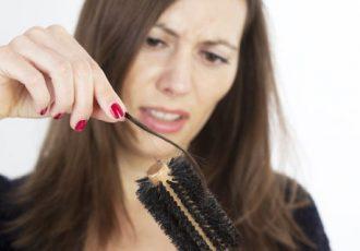 Informationen zum Thema Haarausfall bei Frauen und Tipps rund um Perücken