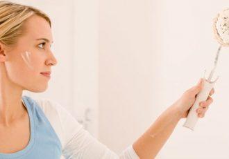 Viele Frauen die in einer Wohnung oder einem Haus wohnen wollen die Wände kreativ gestalten