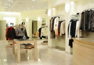 Trendige Mode und Accessoires für Frauen